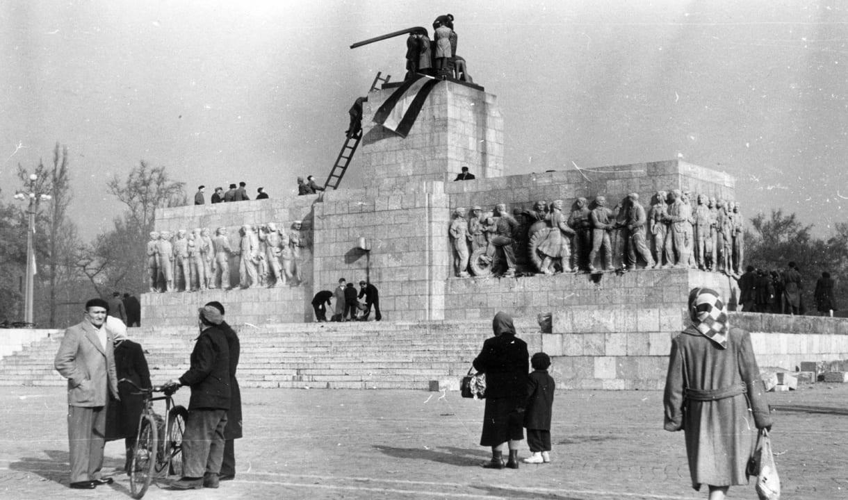 Statue de Staline démantelée