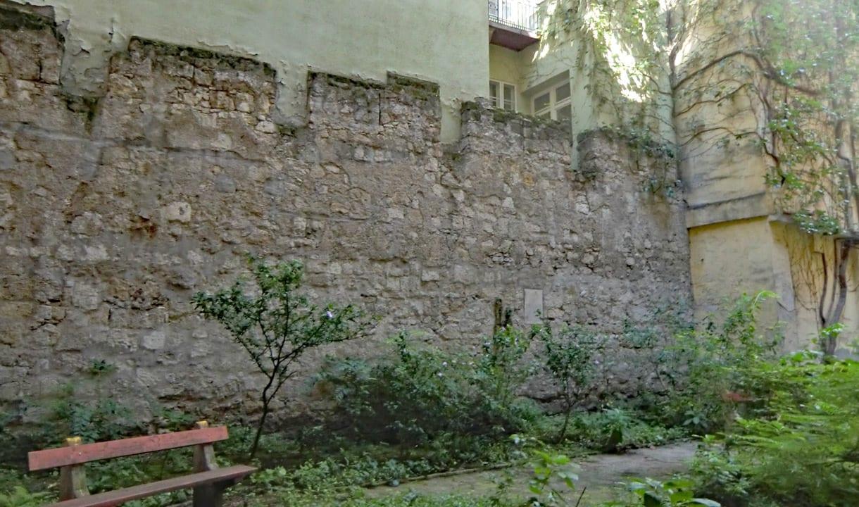 Remparts médiévaux du Vieux-Pest