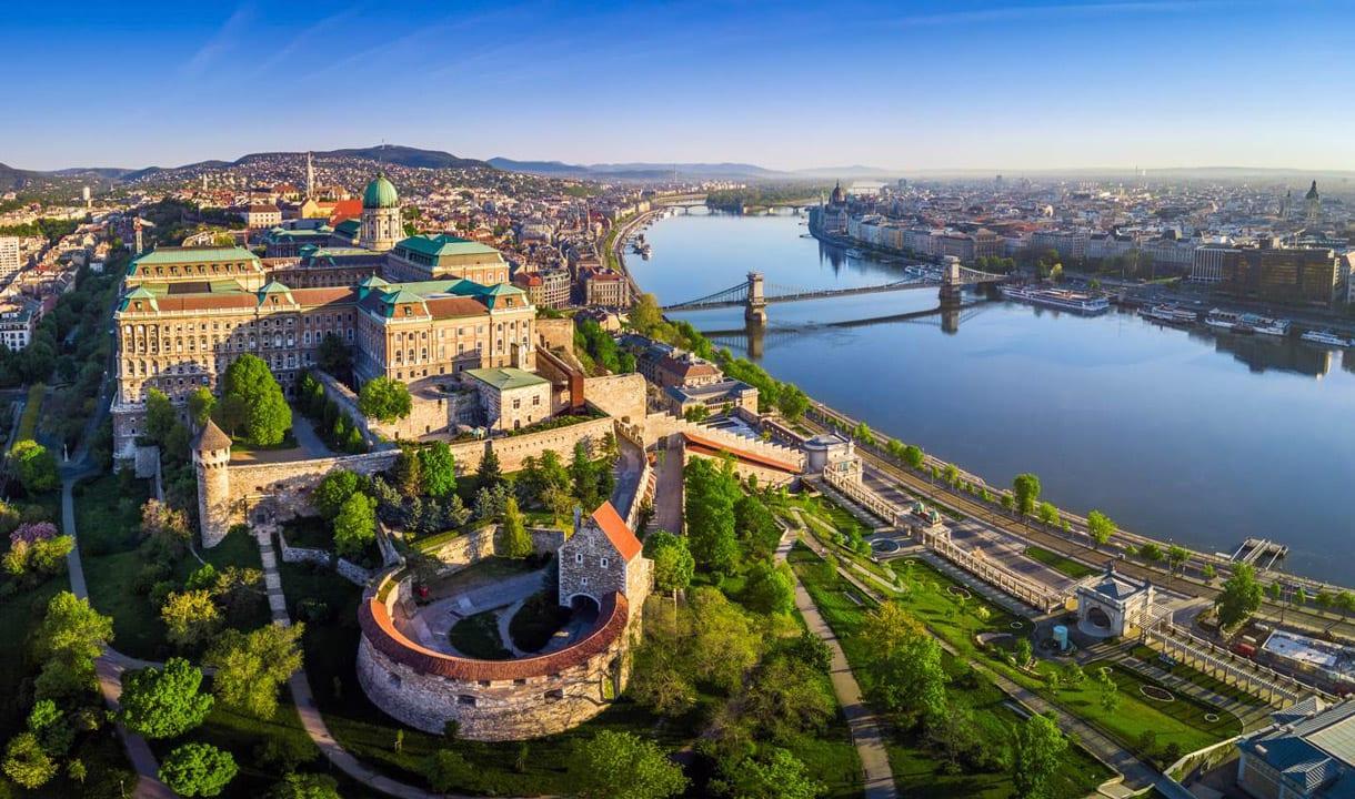 Palais royal et rives du Danube