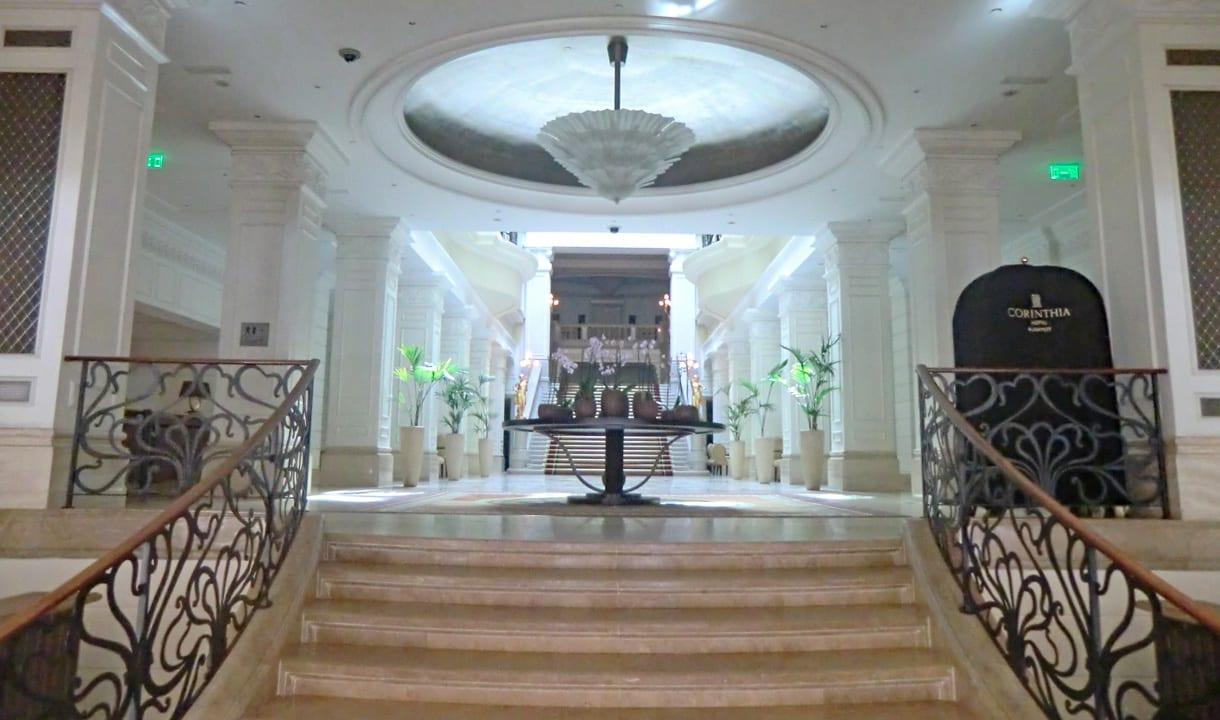 Lobby de l'hôtel Corinthia